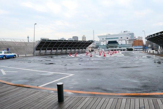 Osanbashi Yokohama International Passenger Terminal: 旅客ターミナル出口のタクシー乗り場です。