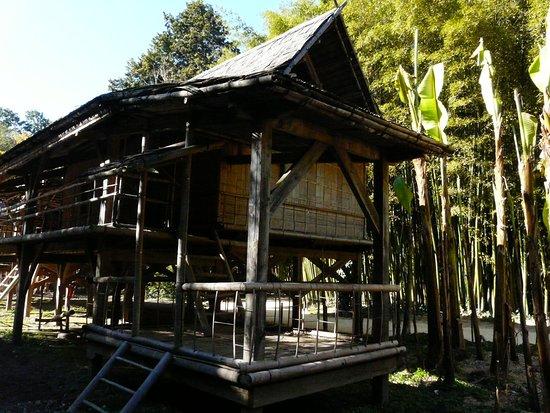 Generargues, ฝรั่งเศส: Maison traditionnelle laotienne