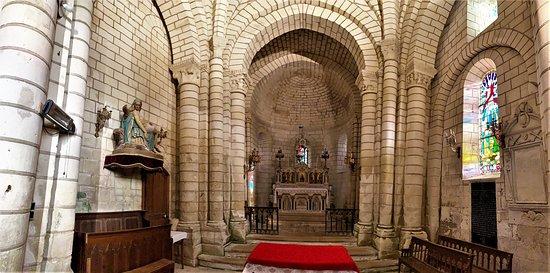 Le chœur et le clocher romans sont classés de même que quelques autres éléments. (certains ont été classés en 1913 et d'autres en 1940) La façade nord par laquelle on entre dans l'église est assez originale. L'intérieur de la nef est bien éclairé et l'édifice est accueillant.