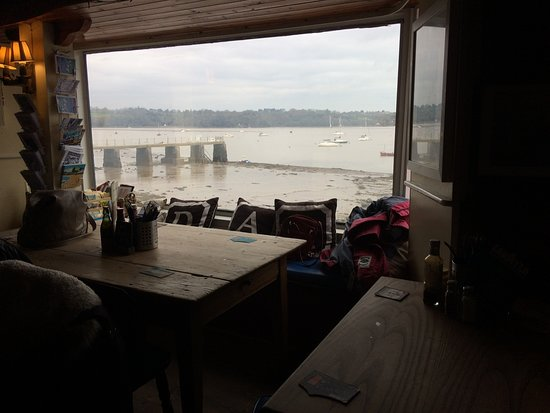 Dittisham, UK: River view from the Ferry Boat Inn