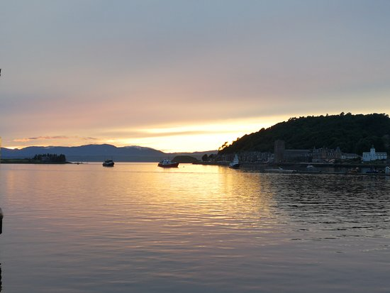G & S Tours: Sunset in Oban
