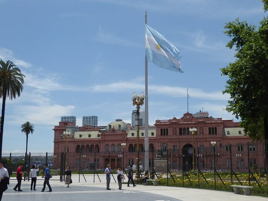 the Casa Rosada and national flag