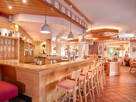 """Bar in """"Grimbart´s"""" gemütlichem Restaurant"""