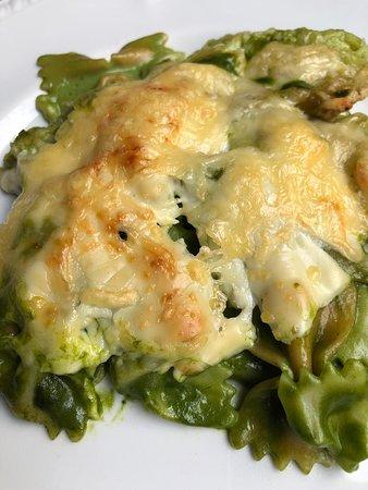 Pasta con salsa de espinacas gratinada