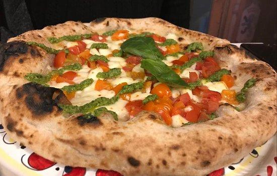 Pizzium - Como: Doganella - Mozzarella, pomodorini rossi, pomodorini gialli, pesto