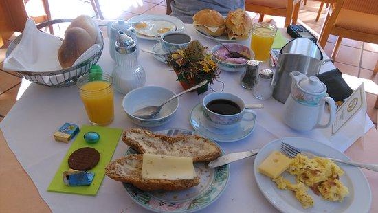 Frühstück mit frisch gemachtem individuellem Rührei und sehr leckerem Kaffee