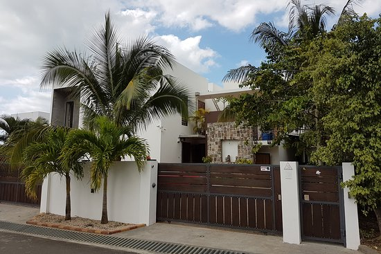 Pingo Premium Guest House: Property with secure parking behind gates