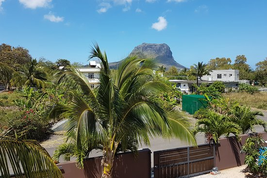 Pingo Premium Guest House: View from balcony to Le Morne