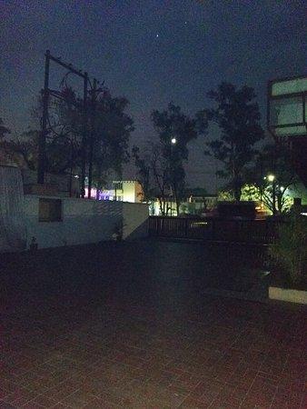 car parking - Hotel Apna Palace