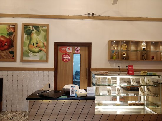 Fruit Shop On Greams Road, Puducherry: ambience