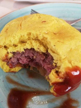 Taperia EntreBares: Mini hamburguesa de cordero con pan de curry