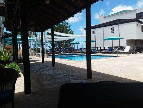 Bel Jou Hotel: Bar serviced pool
