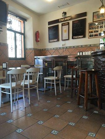 El Cuervo de Sevilla, Espanha: El Bar