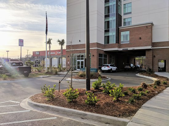 This is the entrance of the hotel. You can see people parking on the lawn and blocking the front entrance at the 10 minute parking area because there is no parking- people parked in these illegal spots all night long into the next day because the parking lot had zero spots.
