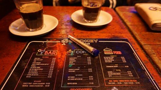 Asi nejlepší coffeeshop v Amstru, dobrá hudba a příjemná atmosféra :)