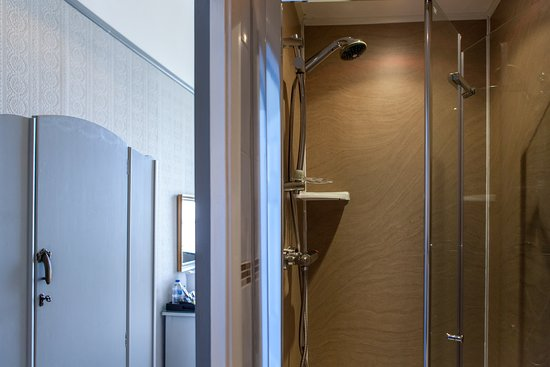 Gloucester House: Premium Single Ensuite - Sea View and Private Balcony