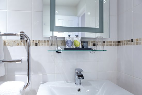 Gloucester House: Double Executive Ensuite - Inland View