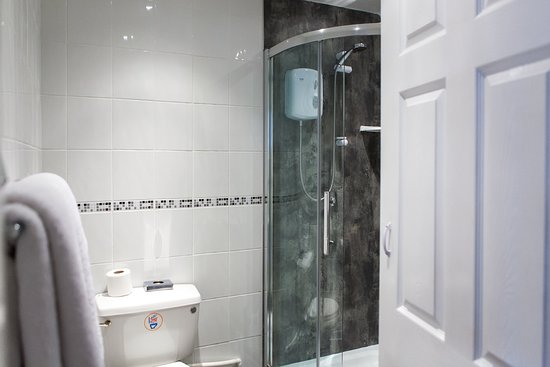 Gloucester House: Superior Triple Ensuite - 2nd Floor - Sea View