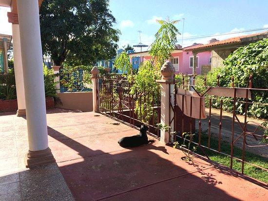 Villa EL Fausto. Tata: Porch and garden