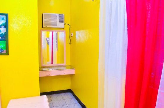 Reggae Hostel Ocho Rios: A/C in Superior private room.
