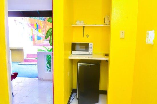 Reggae Hostel Ocho Rios: Kitchenette in Superior private room