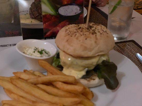 News Steaks & Grill: Hamburger
