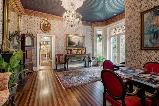 Baltimore, MD: Our lovely parlor...