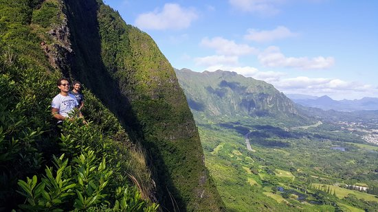 Nu'uanu Pali: Gorgeous ridge trail, but not for the faint of heart, trail is only about a foot wide in some sections