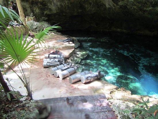 Dressel Divers: Cenotes Tajma-ha. Entry point.