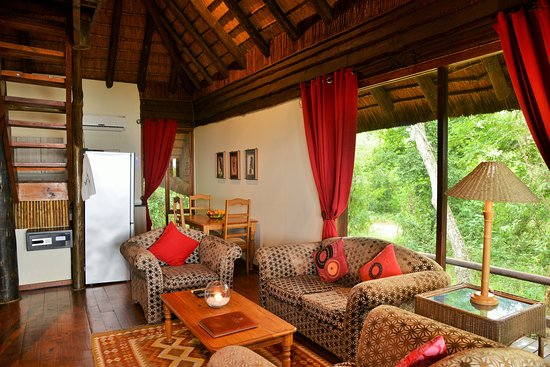 Sobhengu self catering unit lounge area 4 sleeper