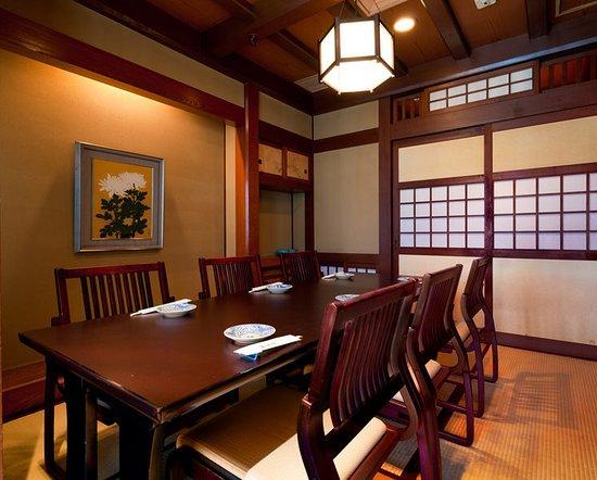 Tosaryori Neboke Nomurabldg: テーブル席個室