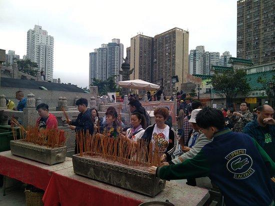 Sik Sik Yuen Wong Tai Sin Temple: Lighting of incense sticks