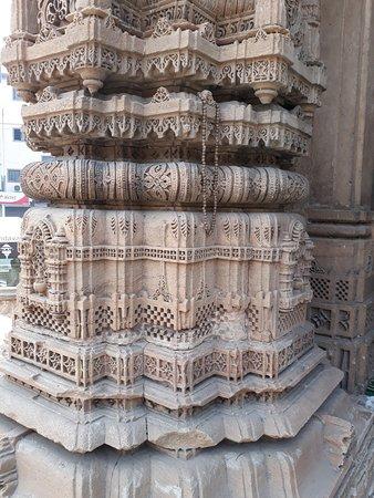 Rani Sipri's Mosque: Architecture