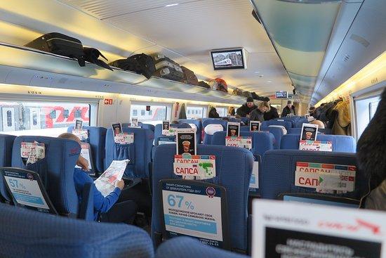 High-Speed Train Sapsan: การเว้นวรรค ระหว่างแถวนั่ง ค่อนข้างกว้างนั่งยืดขาได้สบายไม่รู้สึกอึดอัดครับ