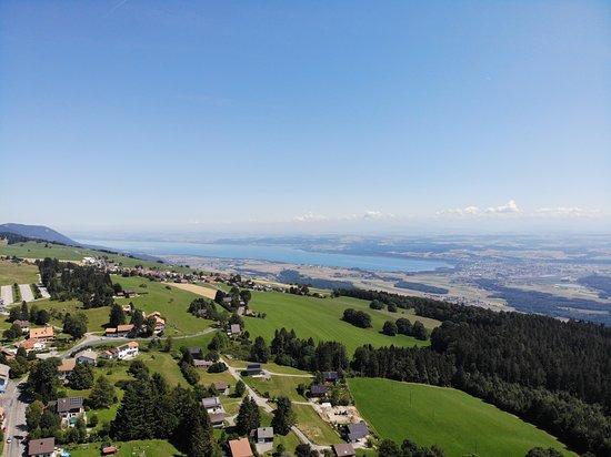 Sainte-Croix, Switzerland: Vue aérienne au dessus de l'hôtel.