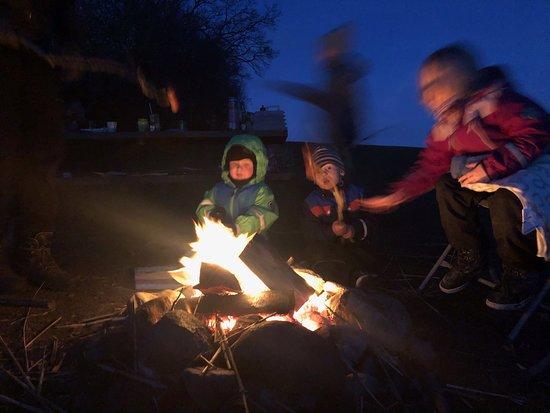 Langeland, Danska: Bålhygge. Mørket falder på og den smukke stjernehimmel vælter frem