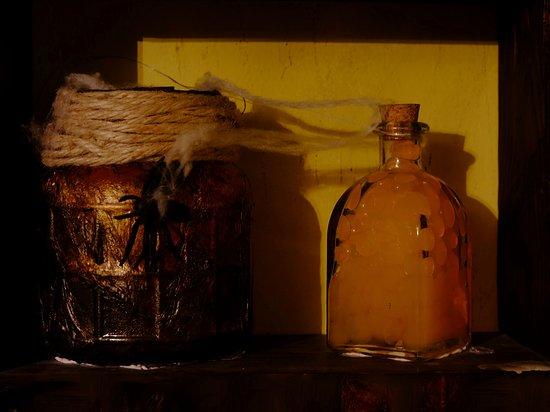 """Detalles de la sala """"La Casa de la Bruja"""". Juego de escape de Enigmagic Escape Room Burgos."""