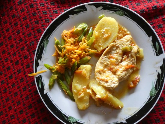 Potatoes , chicken and vegetables