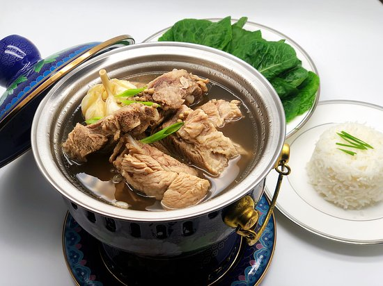 Is a pork rib dish cooked in broth popularly served in Singapore.
