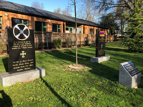 Steles en Memoire du genocide Armenien de 1915