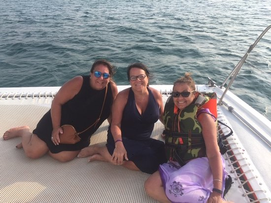 Aruba Happy Hour Sunset Sail with Food and Drinks: 3 best friends celebrating 60 on the Octopus Aruba!!