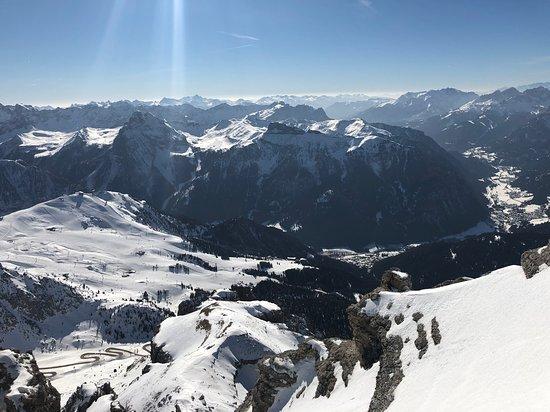 La Terrazza delle Dolomiti: Очень красивый вид открывается со смотровой площадки на высоте 2950 м.