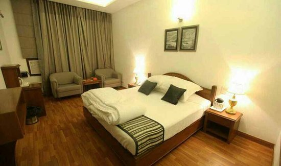MODI'S HOTEL (Kalka) - Hotel Reviews, Photos, Rate Comparison