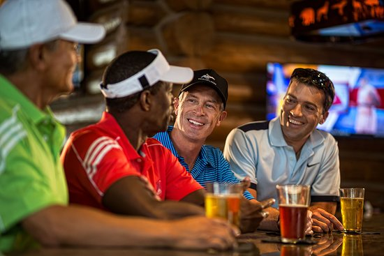 Pelican Lakes Golf Club has two restaurants, The Grillhouse at Pelican Lakes and The Sand Bar at Pelican Lakes. It also serves its own beer, the Mash Lab-brewed Pelican Lakes IPA.
