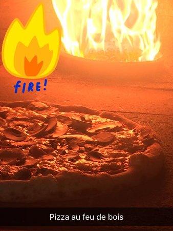 "The Jungle "" Burger Bar & Pizzeria "": PIZZA AU FEU DE BOIS"