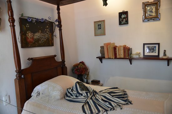 Frida's bed and deathmask