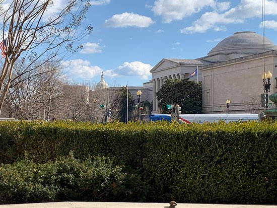 Ulusal Sanat Galerisi: The National Gallery of Art from the outside.