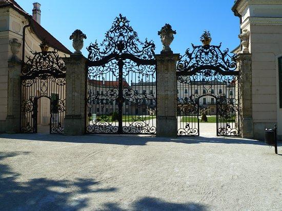 Hegyko, Ungarn: Schloss Esterhazy  in Fertöd, 7 km vom Hegykö entfernt.