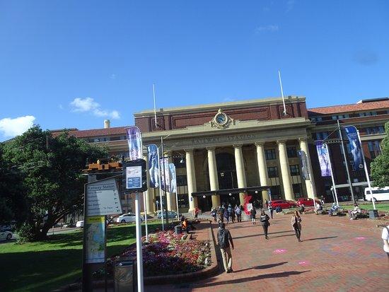 Wellington Railway Station: Doric columns grace the entryway