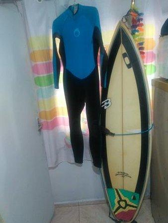 No inverno da até para arriscar um surf.